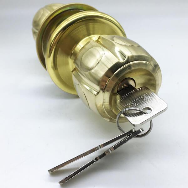 One Way Bedroom Door Knob With Lock And Key 5886BNPB ET 3 - One Way Bedroom Door Knob With Lock And Key 5886