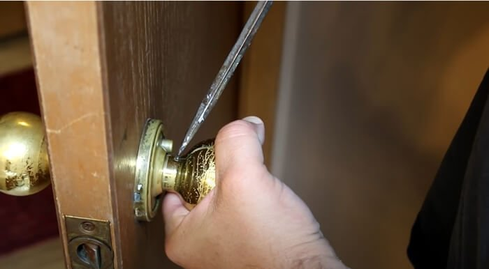 find the position of the screws - What is Door Knob-The Most Comprehensive Introduction
