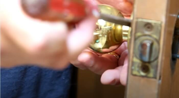 move it in the counterclockwise direction by using hex head screws - What is Door Knob-The Most Comprehensive Introduction